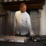 10 DJs pioneiros que todo fã de música eletrônica deveria conhecer