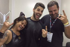 Alok entre os pais DJs, Ekanta e Swarup