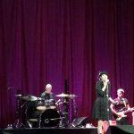 Lisa Stansfield faz show lotado de hits eternos e comprova que é a branca de neve da acid house