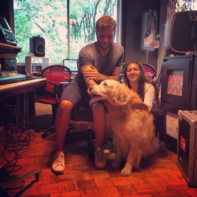 No estúdio em sua casa, em São Paulo
