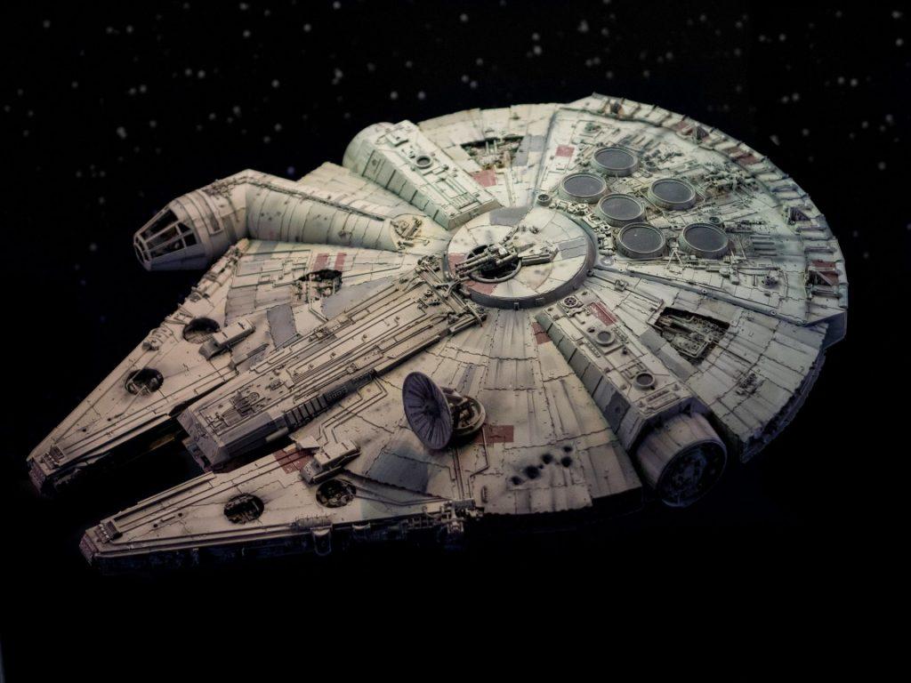 foto da nave Millenium Falcon, da série Star Wars