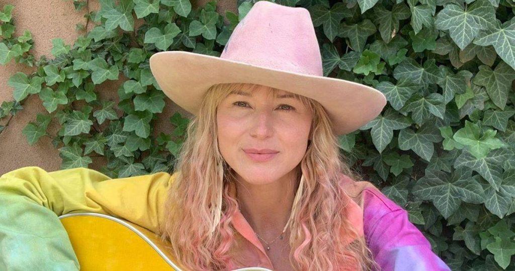 Jewel com chapéu