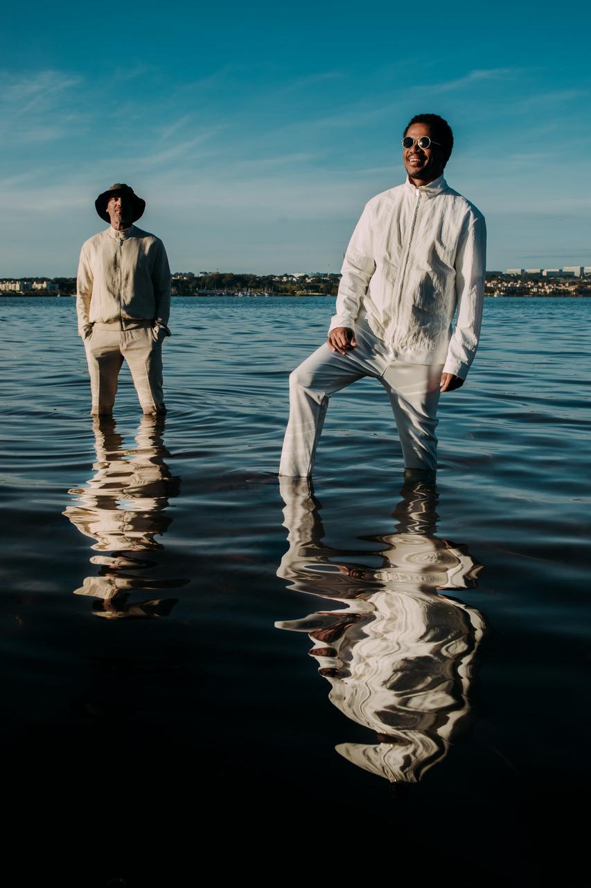 Alexandre Carlo e Luís Maurício na água